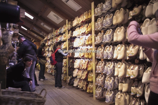 Photo: Japanese tourists while shopping in the clog factory